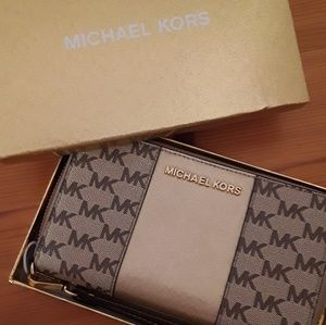 EUC Michael Kors large gold logo wallet